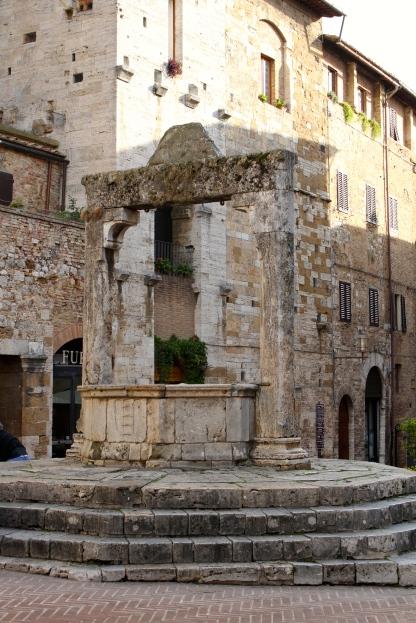 The well in Piazza della Cisterna