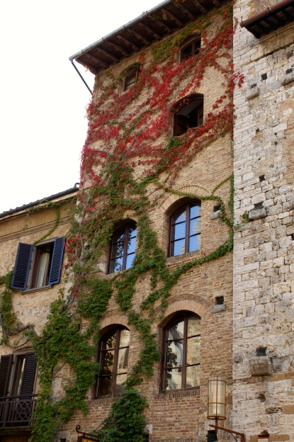 The red and green vines up the side of this tower was very eye catching
