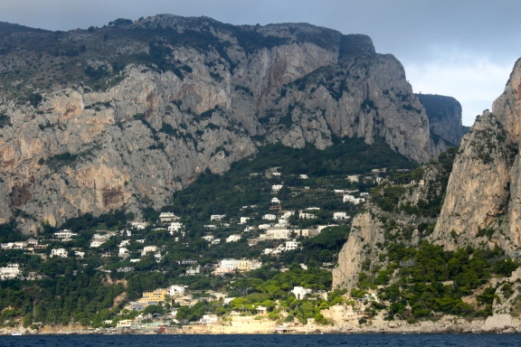 Coming into Capri