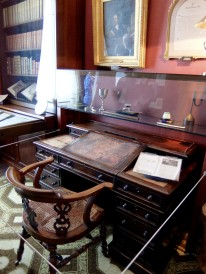 Dickens' writing desk in the study. his working day followed a strict routine. His writing time was between breakfast and lunch, and after lunch he might spend time at his club, look after his charitable projects or go for a long walk.